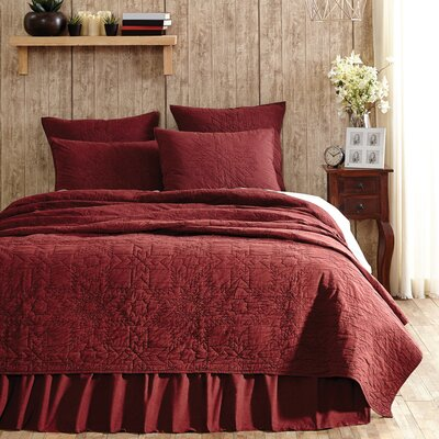 Pitts Quilt Size: King, Color: American Red