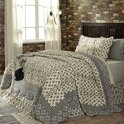 Aurelia Coverlet Size: King