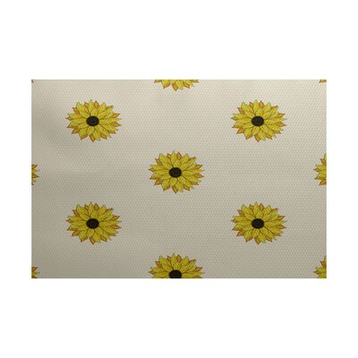 Belgrade Sunflower Frenzy Flower Print Off White Indoor/Outdoor Area Rug Rug Size: 4 x 6
