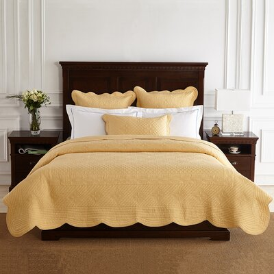 Lafollette Luxury Quilt Color: Gold, Size: King