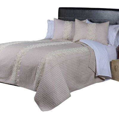 Richmond Hill Quilt Size: King, Color: Blush