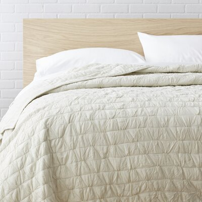 100% Cotton Quilt Size: Twin, Color: Neutral