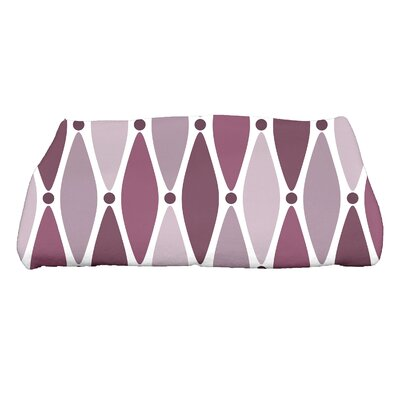 Wavy Geometric Print Bath Towel Color: Purple