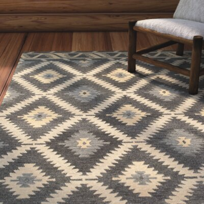 Missouri Hand-crafted Brown/Gray/Beige Area Rug Rug Size: 5' x 7'9
