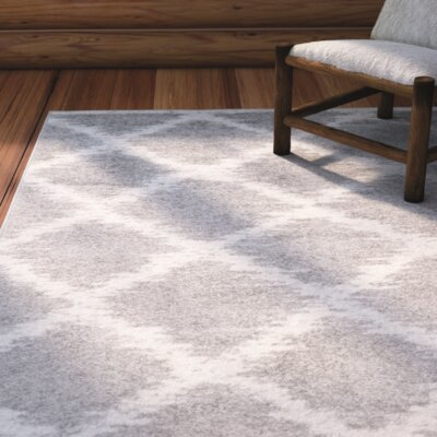 St. Ann Highlands Silver/Ivory Area Rug Rug Size: 51 x 76