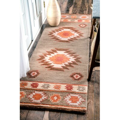 Claghorn Hand-Tufted Gray Area Rug Rug Size: 5 x 8