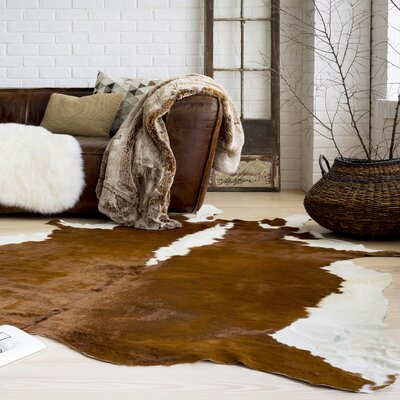 Floyd Hill Hand-Crafted Ivory/Chocolate Area Rug