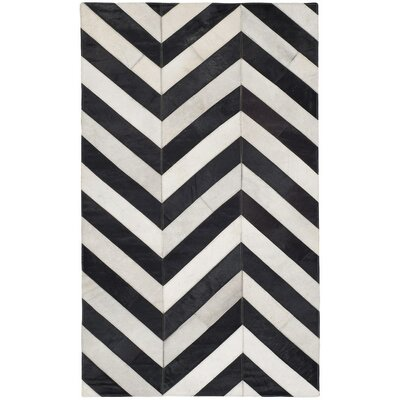 Drage Hand-Woven White / Black Area Rug Rug Size: 4 x 6