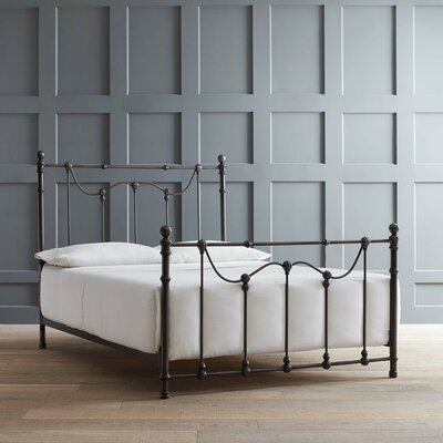 Waynoka Panel Bed Size: King