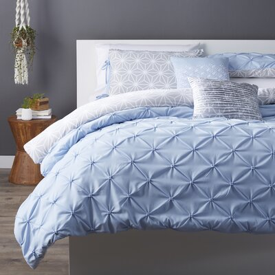 Novick Comforter Set Color: Hydrangea, Size: Twin XL