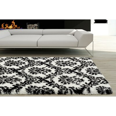 Flemming White/Black Indoor/Outdoor Area Rug Rug Size: 5 x 7