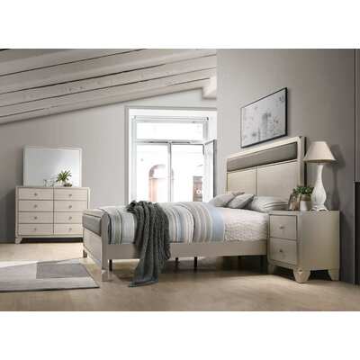 Yates Panel 4 Piece Bedroom Set Size: King