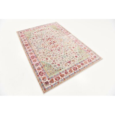 Center Red Area Rug Rug Size: 4 x 6