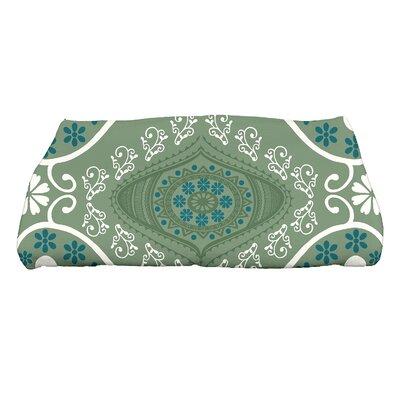 Soluri Illuminate Geometric Print Bath Towel Color: Green