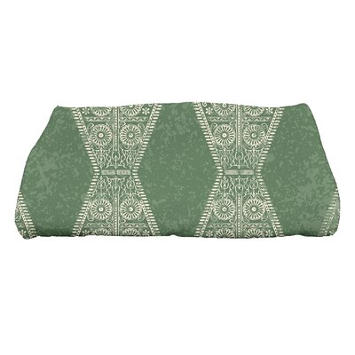 Soluri Pyramid Geometric Print Bath Towel Color: Green