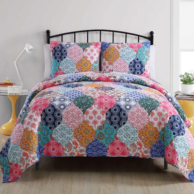 Edward Reversible Quilt Set Size: Queen