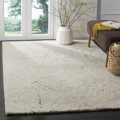 Lockheart Hand-Woven Beige Area Rug Rug Size: 4 x 6