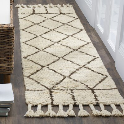 Livingston Trellis Hand-Tufted Beige Area Rug Rug Size: Runner 23 x 8