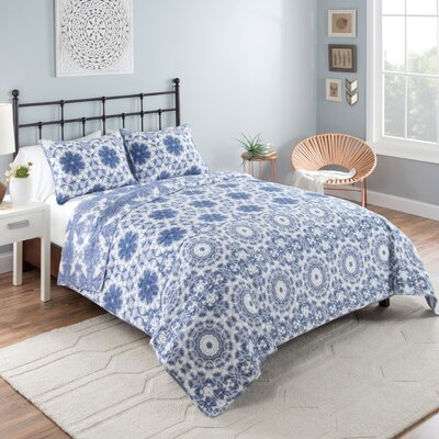 Nikolai Reversible Quilt Set Size: King