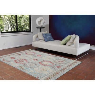 Tiburon Traditional Blue/Beige Area Rug Rug Size: 710 x 910
