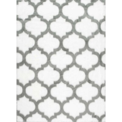 Kenneth Gray/White Area Rug Rug Size: 76 x 96