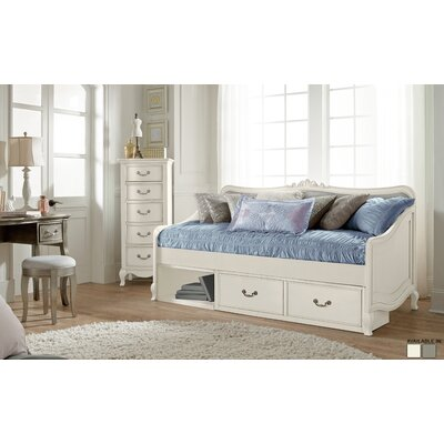 Winifred Daybed Bedroom Set