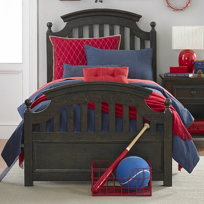 Hannah Platform Bed Size: Full, Color: Molassess