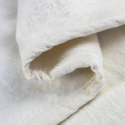 Blanket Color: Ivory, Size: Queen