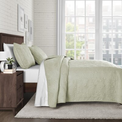 Kate Solid Swirl Design Reversible Quilt Set Size: King, Color: Green