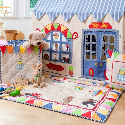 Toy Shop Floor Quilt Size: Small