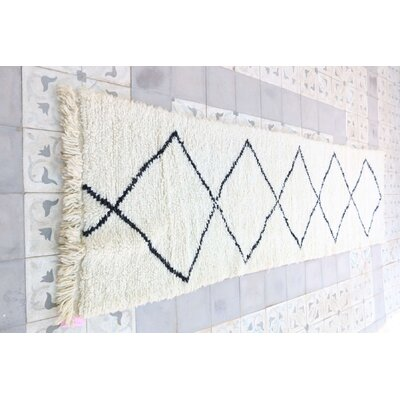 Beni Ourain Moroccan Hand Knotted Wool Cream/White Area Rug Rug Size: Runner 25 x 810