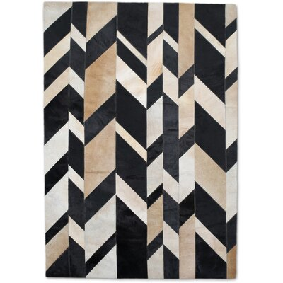 Beige/Black Area Rug Rug Size: Rectangle 5 x 8