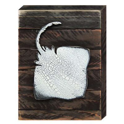 Coastal Stingray Vintage Board Wall Décor Size: 8 H x 6 W x 1.5 D