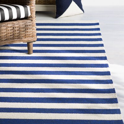Suffield Navy/Cream Indoor/Outdoor Area Rug Rug Size: 5 x 76