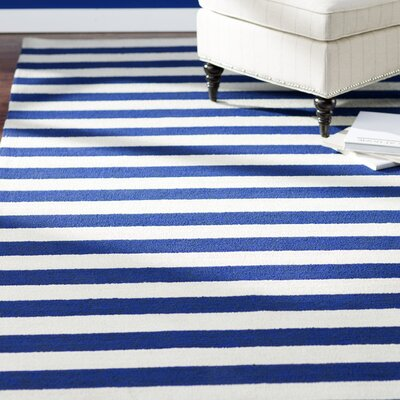 Suffield Navy/Cream Indoor/Outdoor Area Rug Rug Size: Rectangle 4 x 6