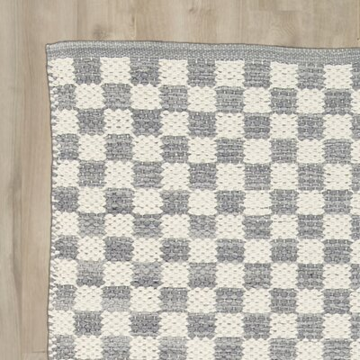 Brisa Gray/White Area Rug