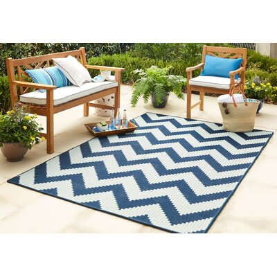 Eisenhower Chevron Navy/Aqua Indoor/Outdoor Area Rug Rug Size: 53 x 76