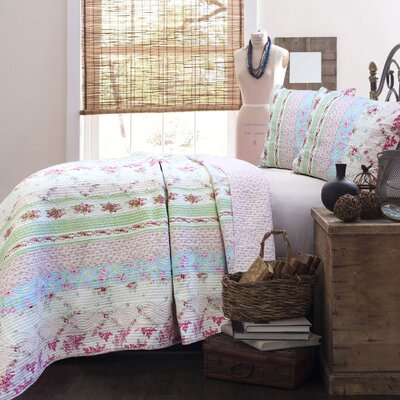 Wild Rose Enchantment Quilt Set Size: King