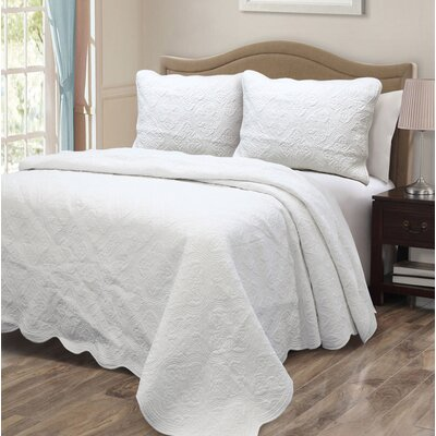 Blantyre Scalloped Edge Quilt Set Size: Twin, Color: White