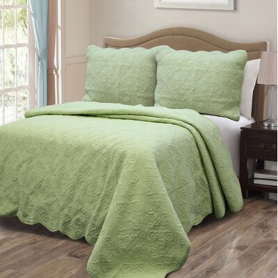 Blantyre Scalloped Edge Quilt Set Size: King, Color: Green