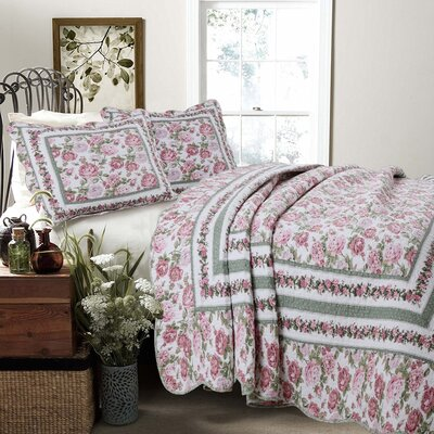 Rose Bush 3 Piece Quilt Set Size: Full/Queen