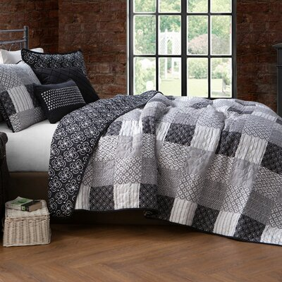 Evangeline 5 Piece Quilt Set Size: Queen