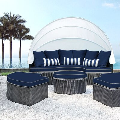 Sombra Daybed with Cushions Fabric: Navy/White