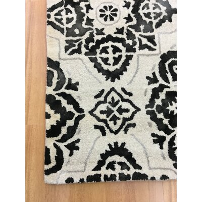 Wool Floral Hand-Tufted Ivory/Black Area Rug Rug Size: Rectangle 6 x 6
