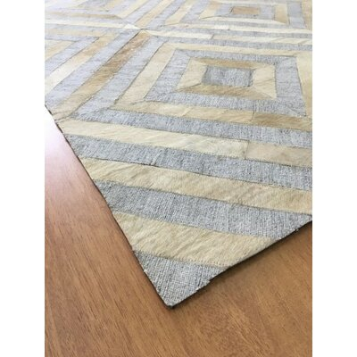 Hand-Woven Gray / Ivory Area Rug Rug Size: Rectangle 5 x 8