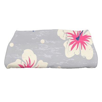 Golden Beach Hibiscus Blooms Floral Print Bath Towel Color: Gray