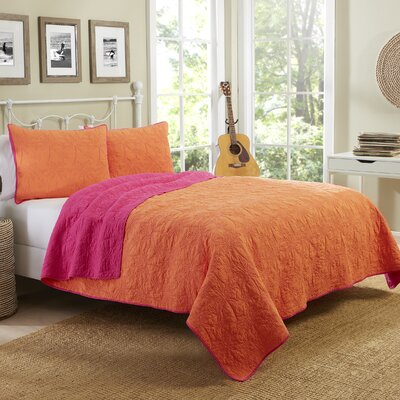 Yarra East Beach Reversible Quilt Set Color: Coral, Size: Twin