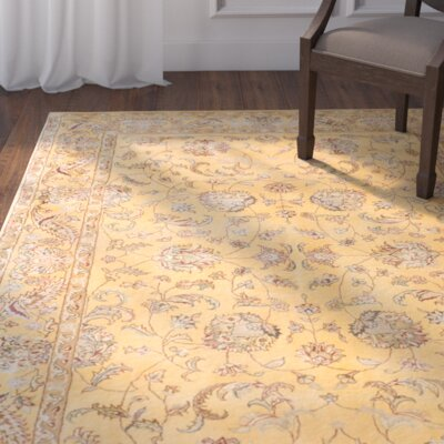 Rosas Hand-tufted Light Gold Area�Rug