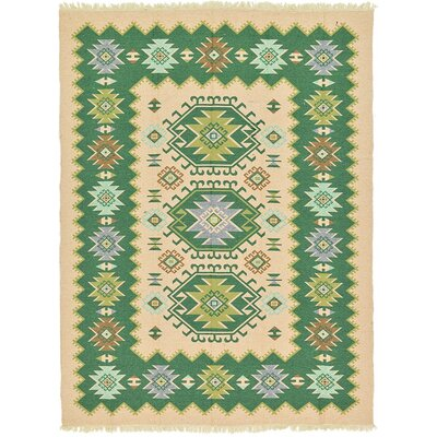 Izidora Traditional Green Area Rug Rug Size: Runner 28 x 97