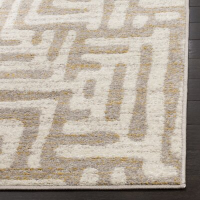 Vadim Ivory Area Rug Rug Size: 4 x 6